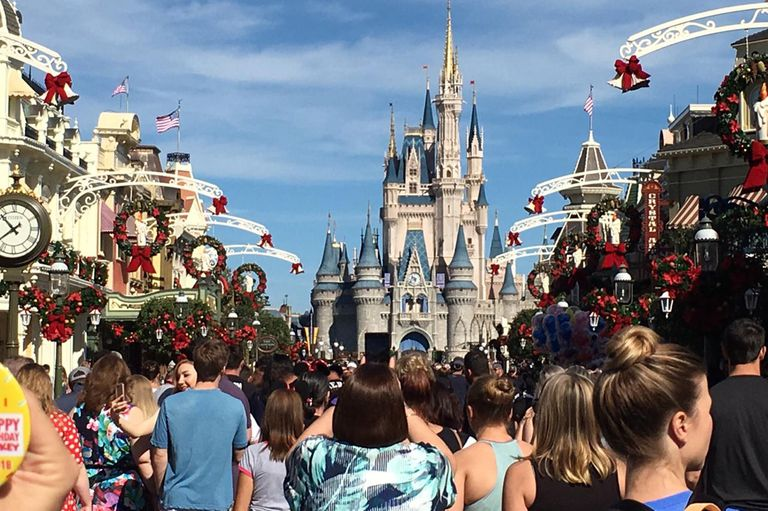 Fantasía, magia y más ilusión: así festeja Disney la Navidad en sus parques