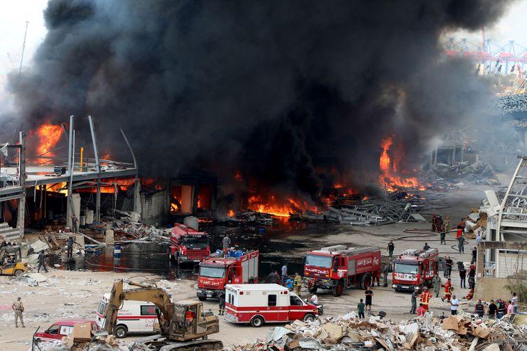 Varias dotaciones de bomberos y rescatistas trabajan en el lugar