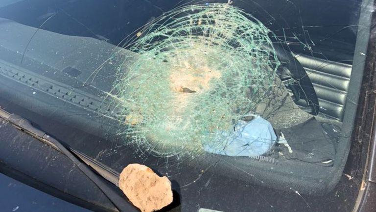 Denuncian violentos ataques con proyectiles a automovilistas