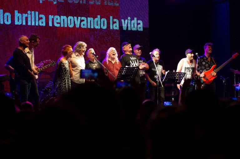 Una decena de músicos homenajearon a Luis Alberto Spinetta en el Konex