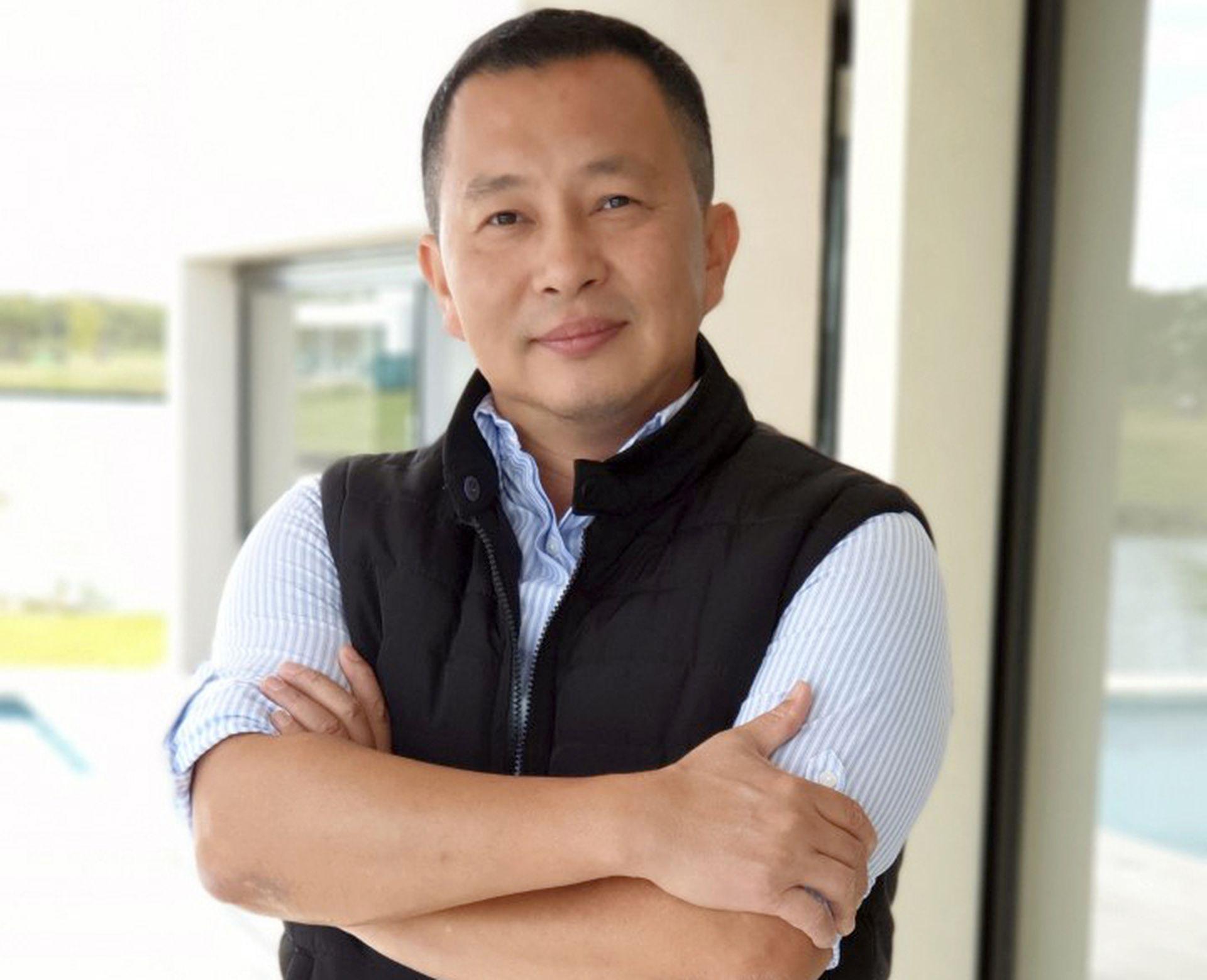 Fernando Hung tuvo que buscar una alternativa a su negocio turístico y encontró una salida en las exportaciones