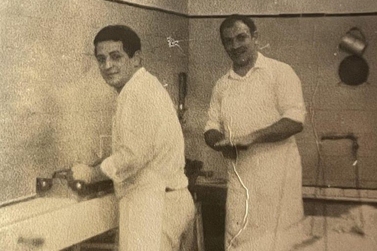 Hugo y Cacho en el primer local en Belgrano.