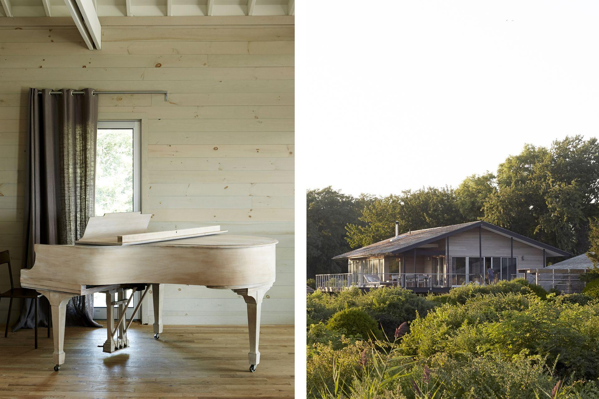 El dueño de casa toca en este piano Steinway lijado y blanqueado a tono con el estilo de la construcción.