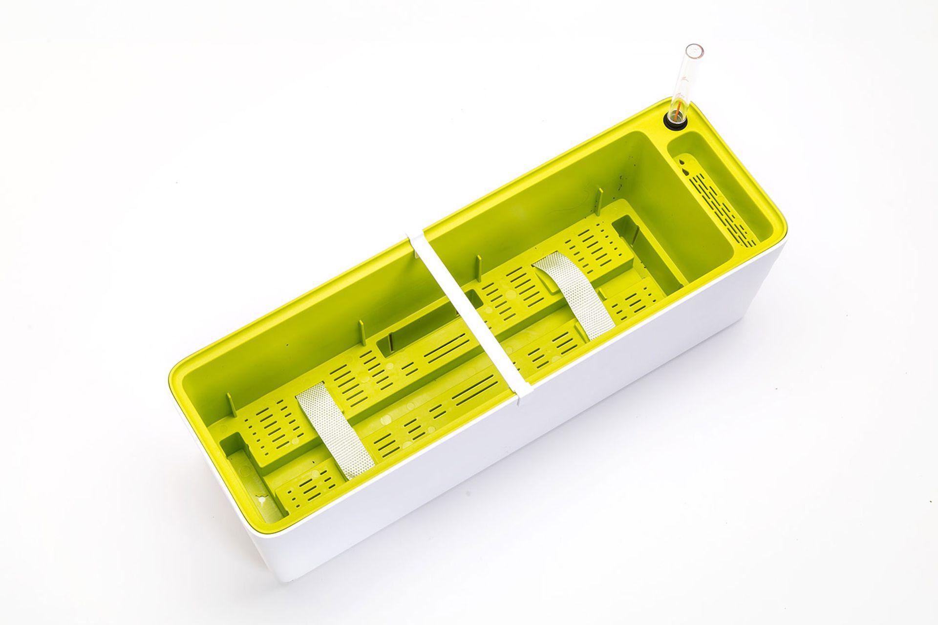 """El diseño de las llamadas """"macetas inteligentes"""", que consiste en un doble contenedor, es útil para quienes viajan u olvidan regar las plantas con la regularidad que ellas lo necesitan."""