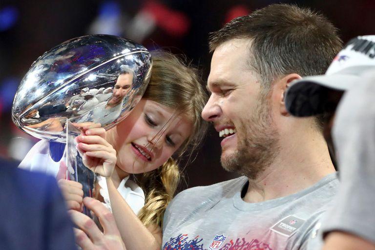 Tom Brady junto a su hija, tras ganar la gran final