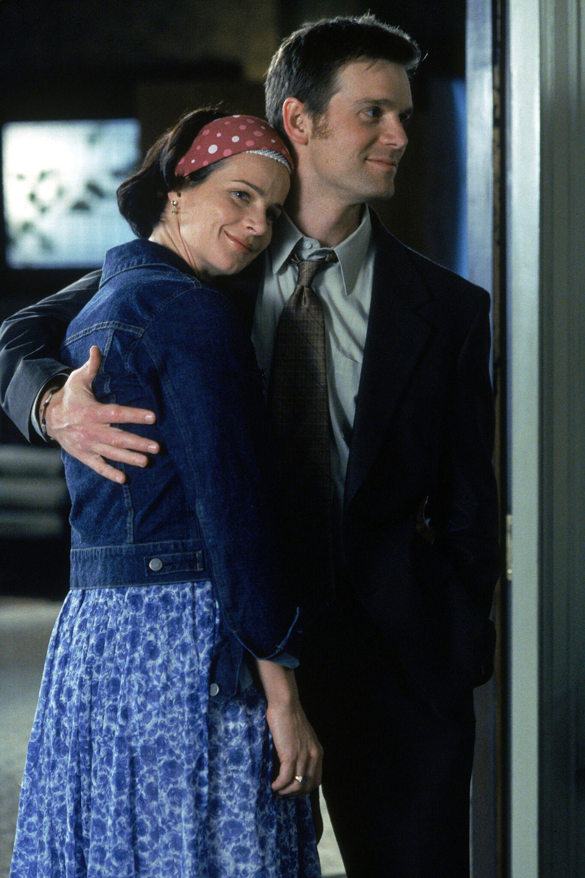 """Rachel Griffiths y Peter Krause en """"Six Feet Under"""""""