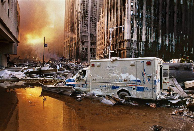 """""""Escombros en el 11 de septiembre"""" (2001)"""