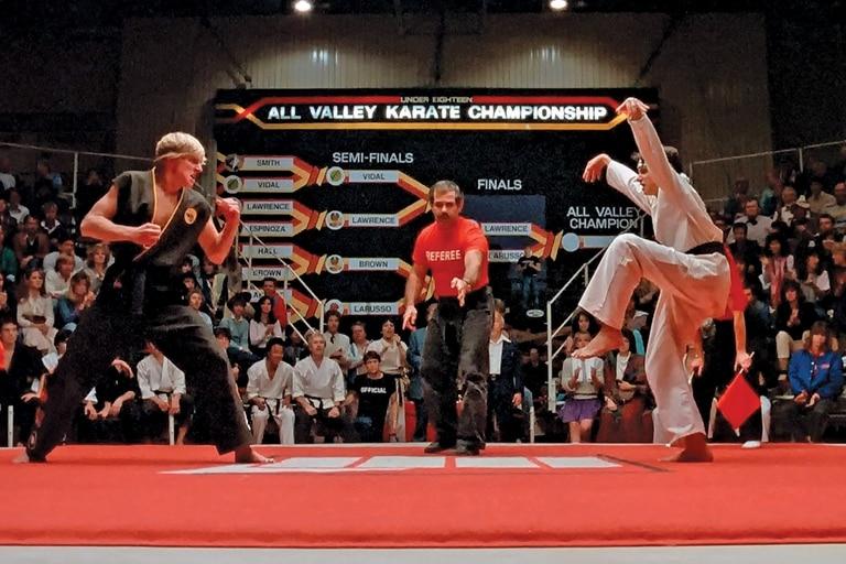 La célebre grulla le dará la victoria a Daniel LaRusso sobre Johnny Lawrence en Karate Kid