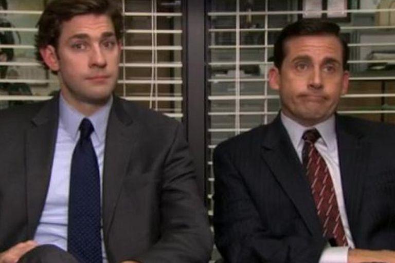 John Krasinski y Steve Carell en The Office