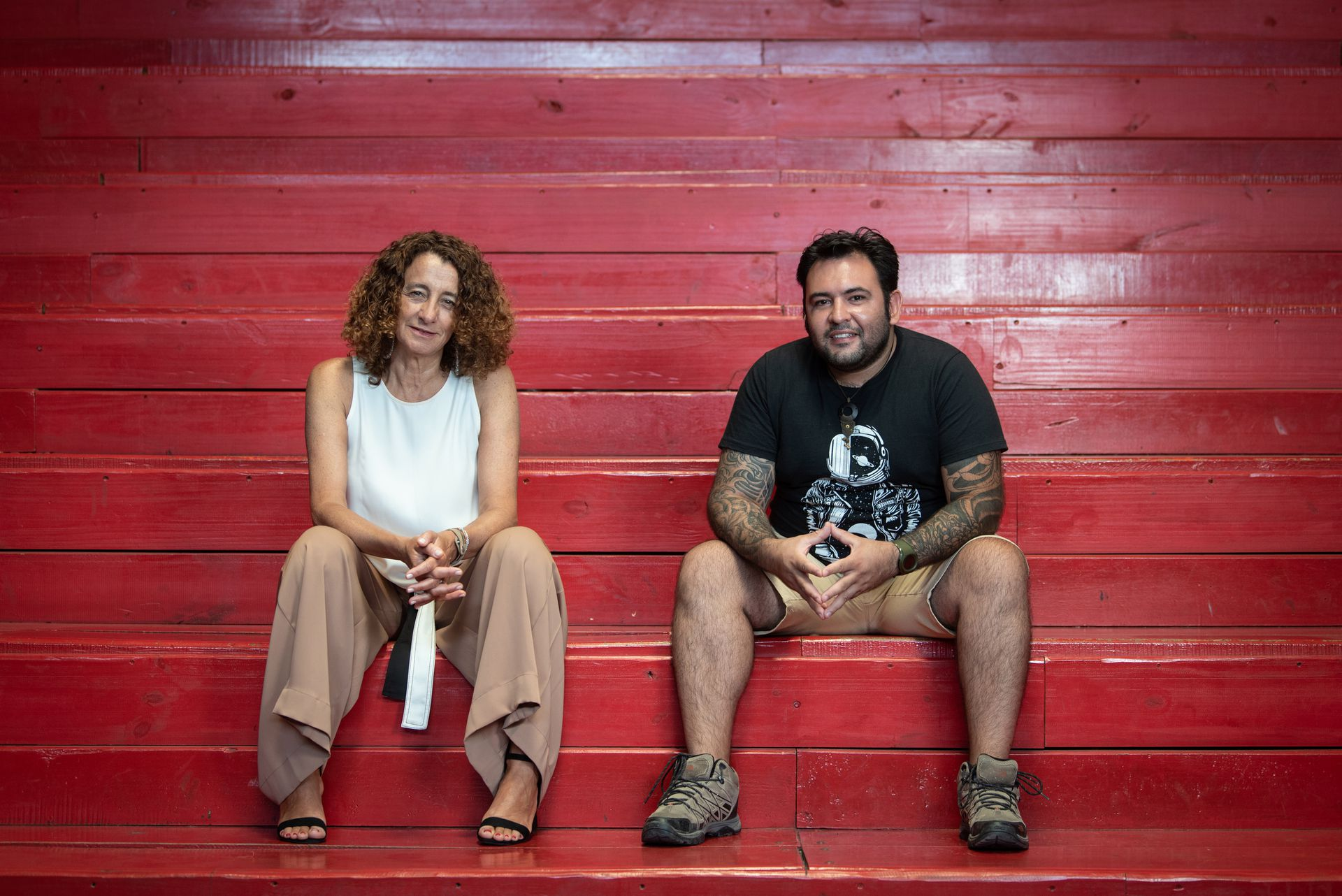 """Ines Sanguinetti y Lucas Romero en la sede de Crear Vale la Pena, en Beccar. """"Somos traidores al clan"""", dice ella"""