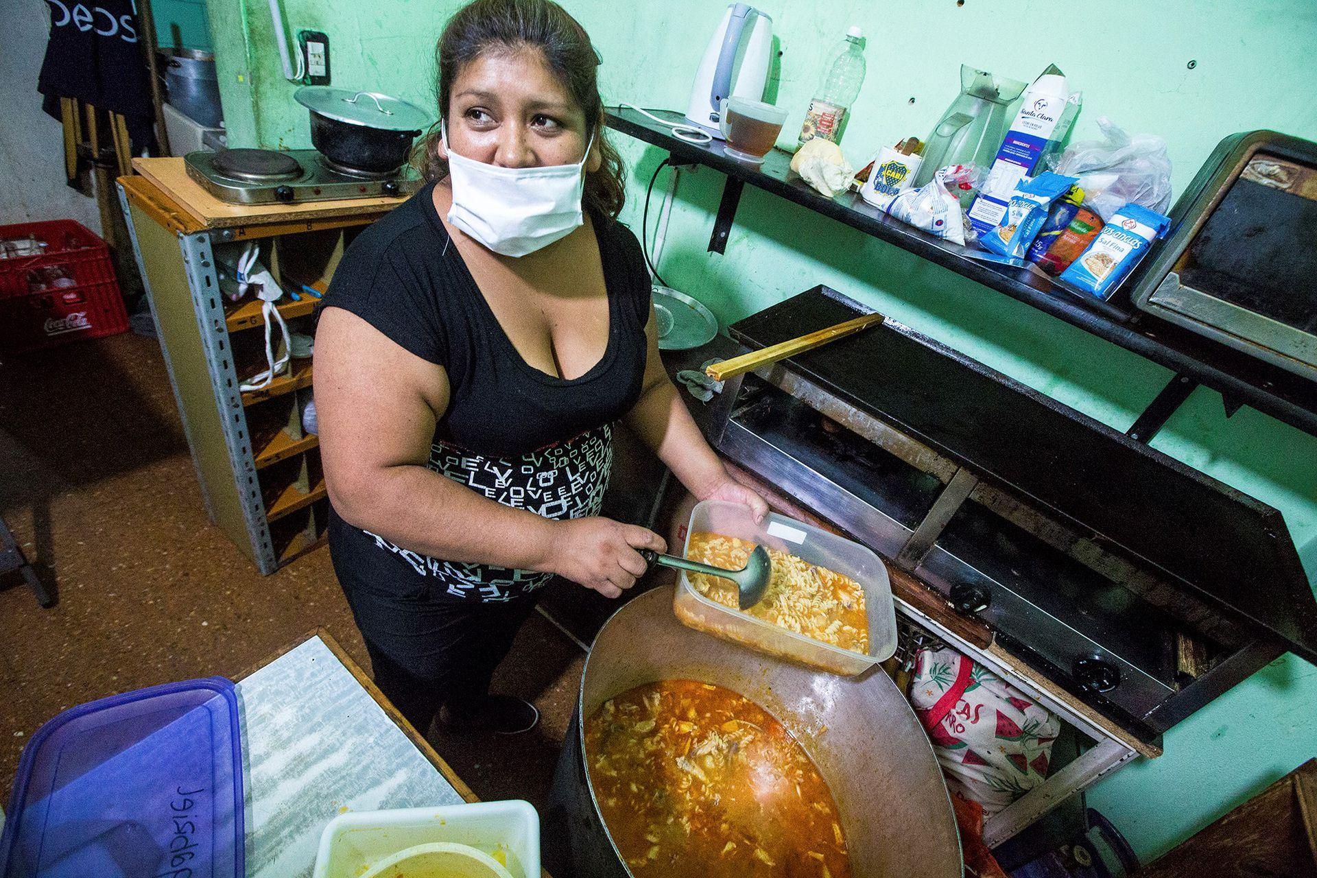 En su kiosco ubicado en La Boca, Susana Vilte cocina a diario para más de 100 personas