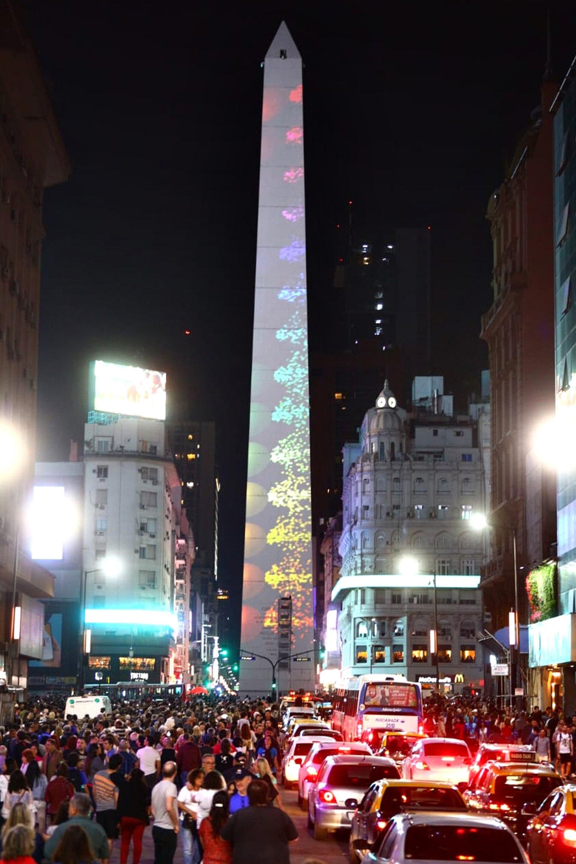 Las múltiples intervenciones de Julio Le Parc en el Obelisco