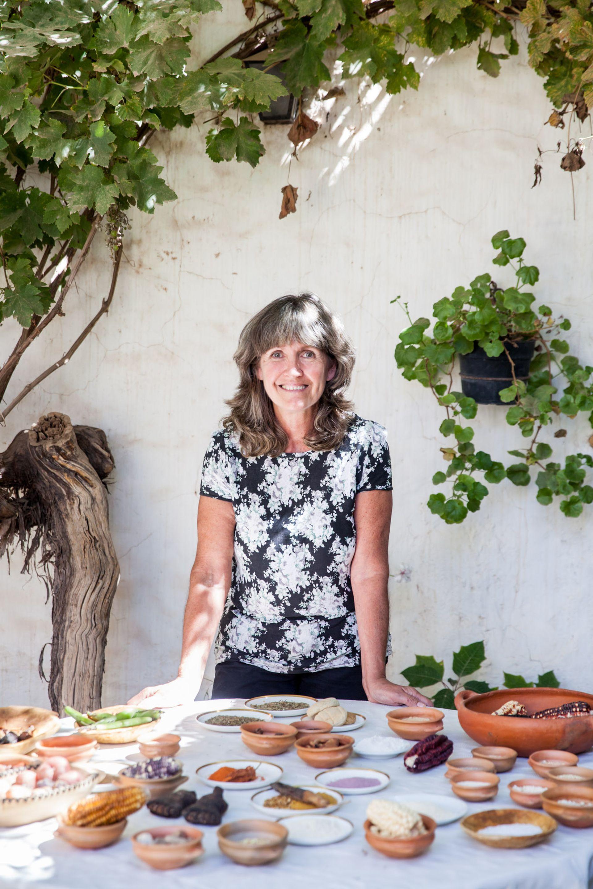 La antropóloga y chef Mercedes Costa expone todos los ingredientes andinos.