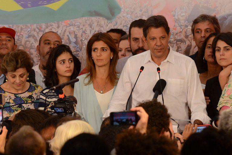 Haddad no llamó a Bolsonaro por teléfono pero le deseó suerte en Twitter