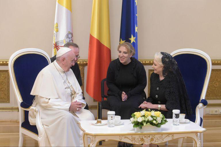 El Papa Francisco reunido con el Presidente de Rumania, Klaus Johannis, en Buchares