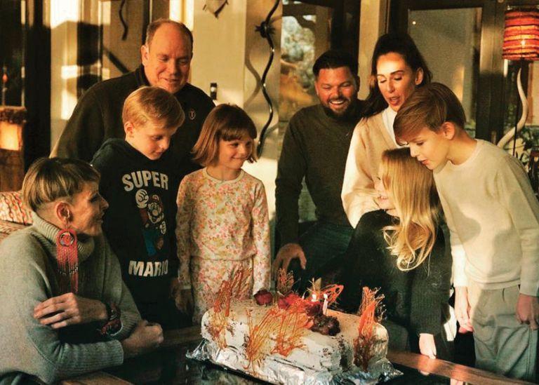 4 de junio. Charlene reaparece muy feliz en familia celebrando el cumpleaños de Aiva Grace, hija de su hermano Sean Wittstock.