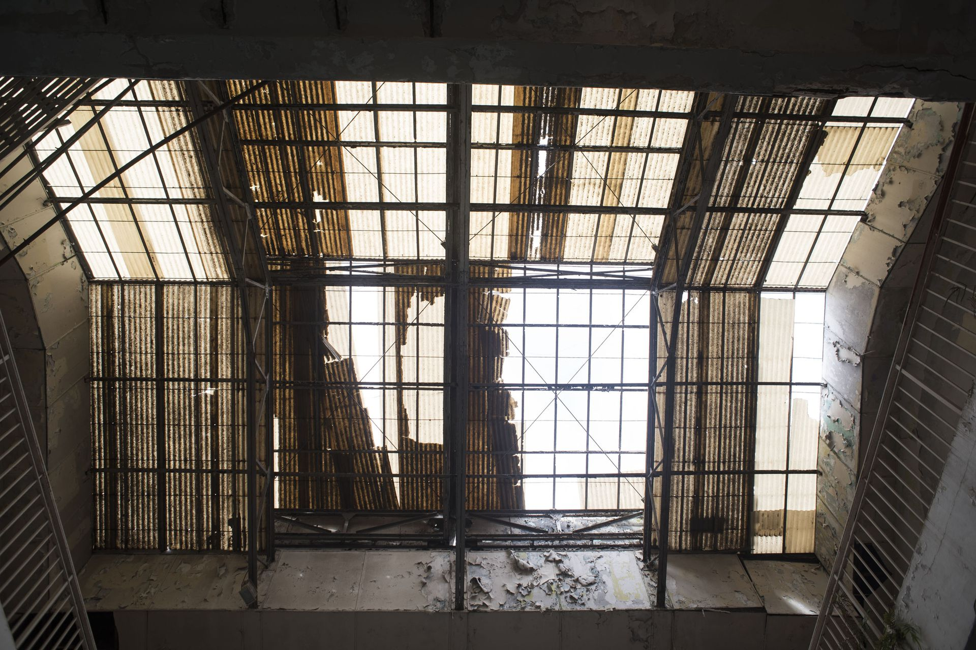 El inmueble tiene 60 metros de profundidad y perforaron 12 metros por debajo de su estructura