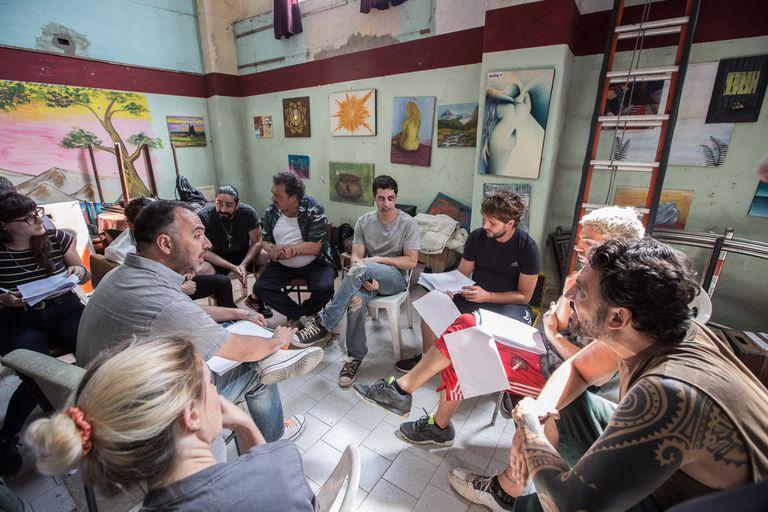 El Marginal 2: cómo es un día de filmación en la cárcel de Caseros