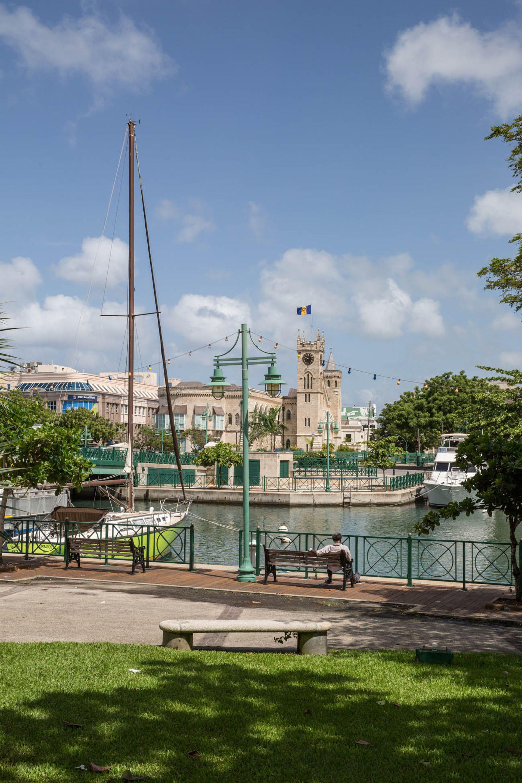 Vista de edificios coloniales en Bridgetown.
