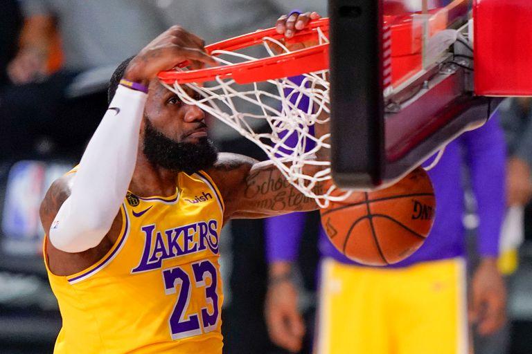 La NBA. LeBron James volvió a lucirse y los Lakers están a un paso del título