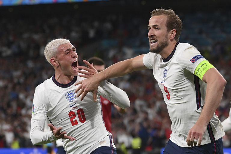 El inglés Harry Kane festeja el tanto que le dio el triunfo a Inglaterra y el pase a la final del próximo domingo ante Italia