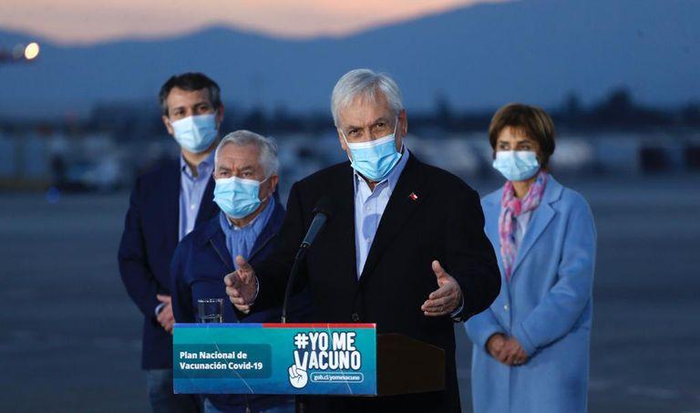 """Polémica: Chile implementa un """"pase de movilidad"""" para vacunados"""