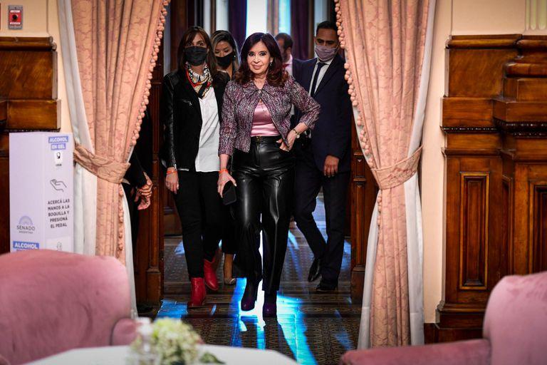 Cristina Kirchner, el miércoles, en el Senado, donde recibe a diario a dirigentes de su confianza