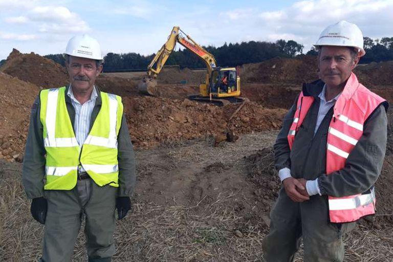 Los hermanos Sean y Colin Welch en la excavación de V2 en St. Mary's Platt