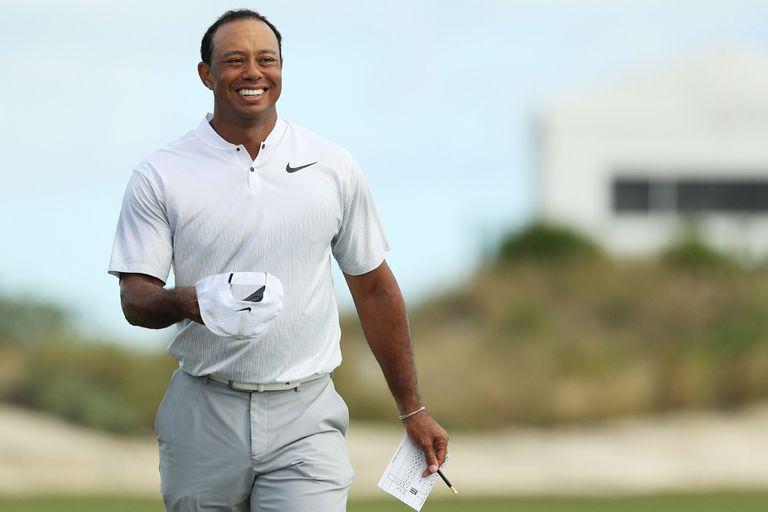 Tiger Woods, contento después de otra vuelta promisoria en Bahamas