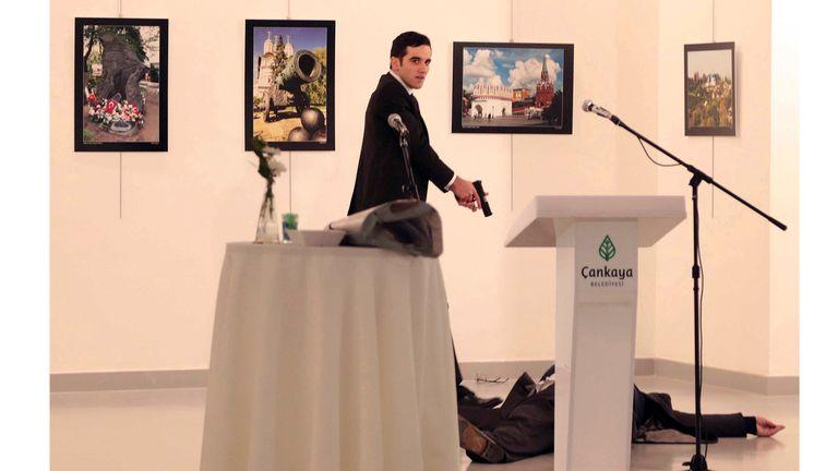 Las imágenes captadas por Burhan Ozbilici de la agencia AP recorrieron el mundo