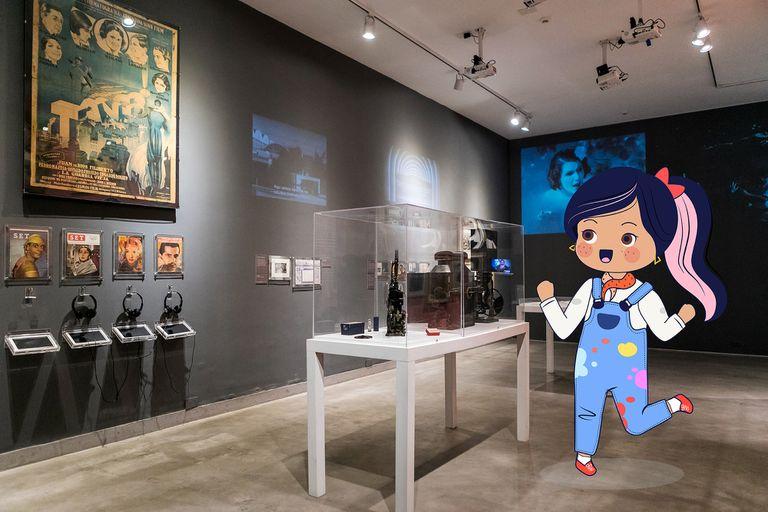 Lola recorre el Museo del Cine