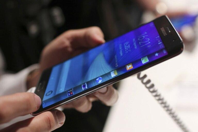Una vista del Galaxy Note Edge, con una configuración idéntica al Galaxy Note 4 que presentó Samsung en Alemania