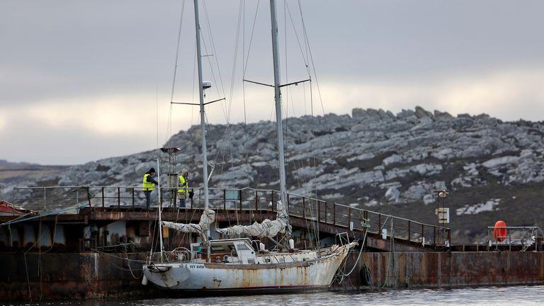 La Sanmartiniana permanece vararada en Puerto Argentini, en las Isalas Malvinas, las imágenes fueron tomadas a mediados de mayo de éste año