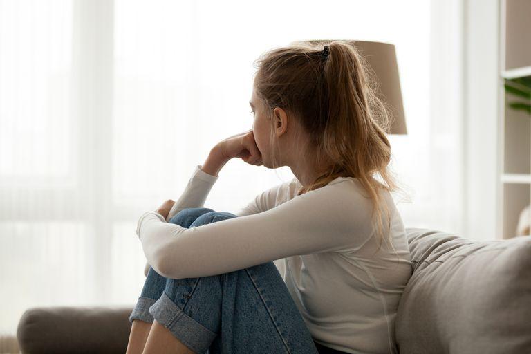 """""""Quería apagar el dolor"""": el testimonio de una adolescente después de intentar suicidarse"""