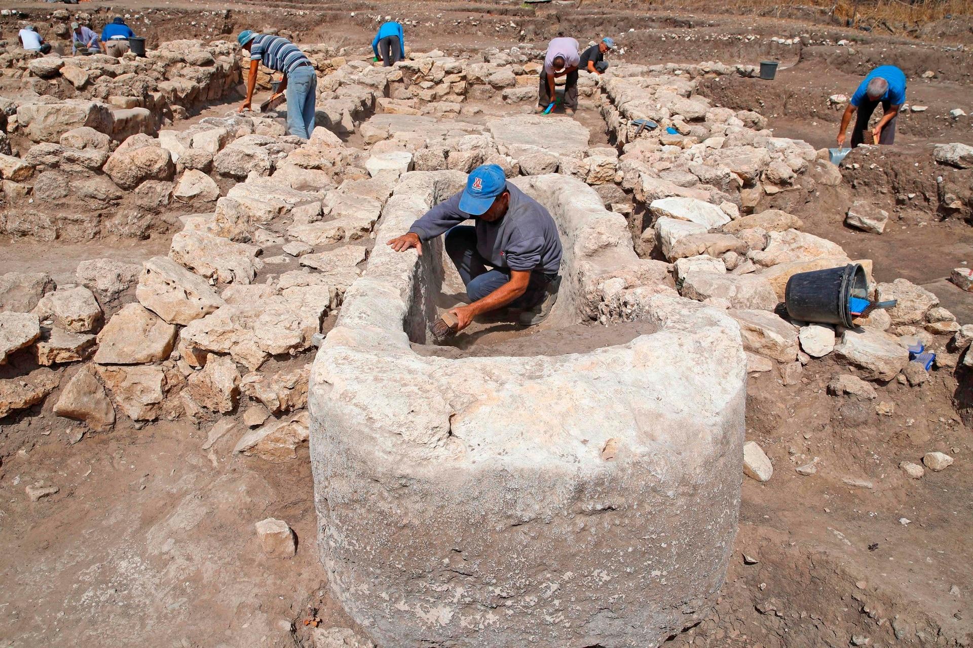 La Autoridad de Antigüedades de Israel (AIA) presentó el domingo en el centro de Israel los restos de una ciudad construida hace 5.000 años