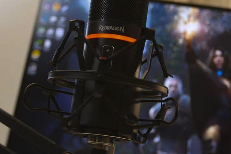 El micrófono cardioide Blazar GM300 viene con la araña que neutraliza las vibraciones de la mesa