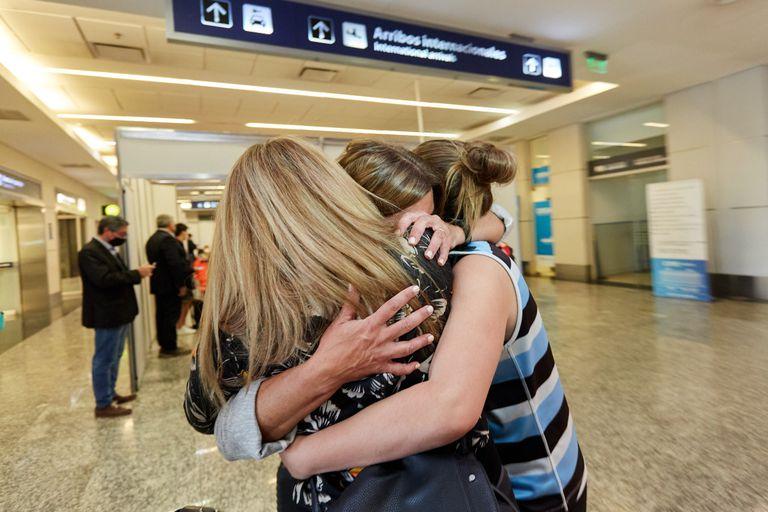 En Mendoza: emoción, alivio y bronca contenida en el regreso de los vuelos internacionales