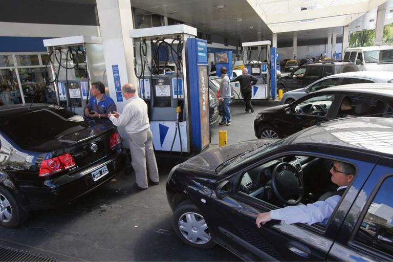 Según la provincia, la nafta puede costar hasta $12 más por litro