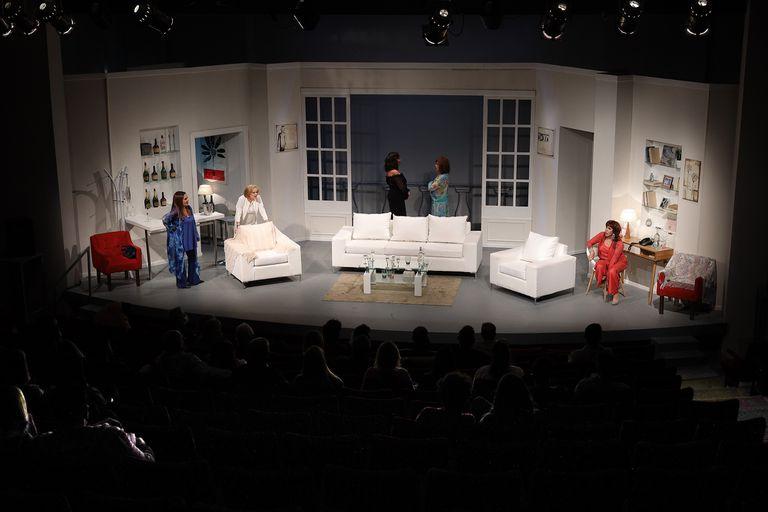 """Teatro: cómo vivieron las """"Brujas"""" la última función antes del parate sanitario"""