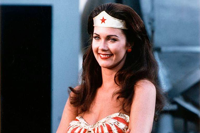 Lynda Carter caracterizada como la Mujer Maravilla