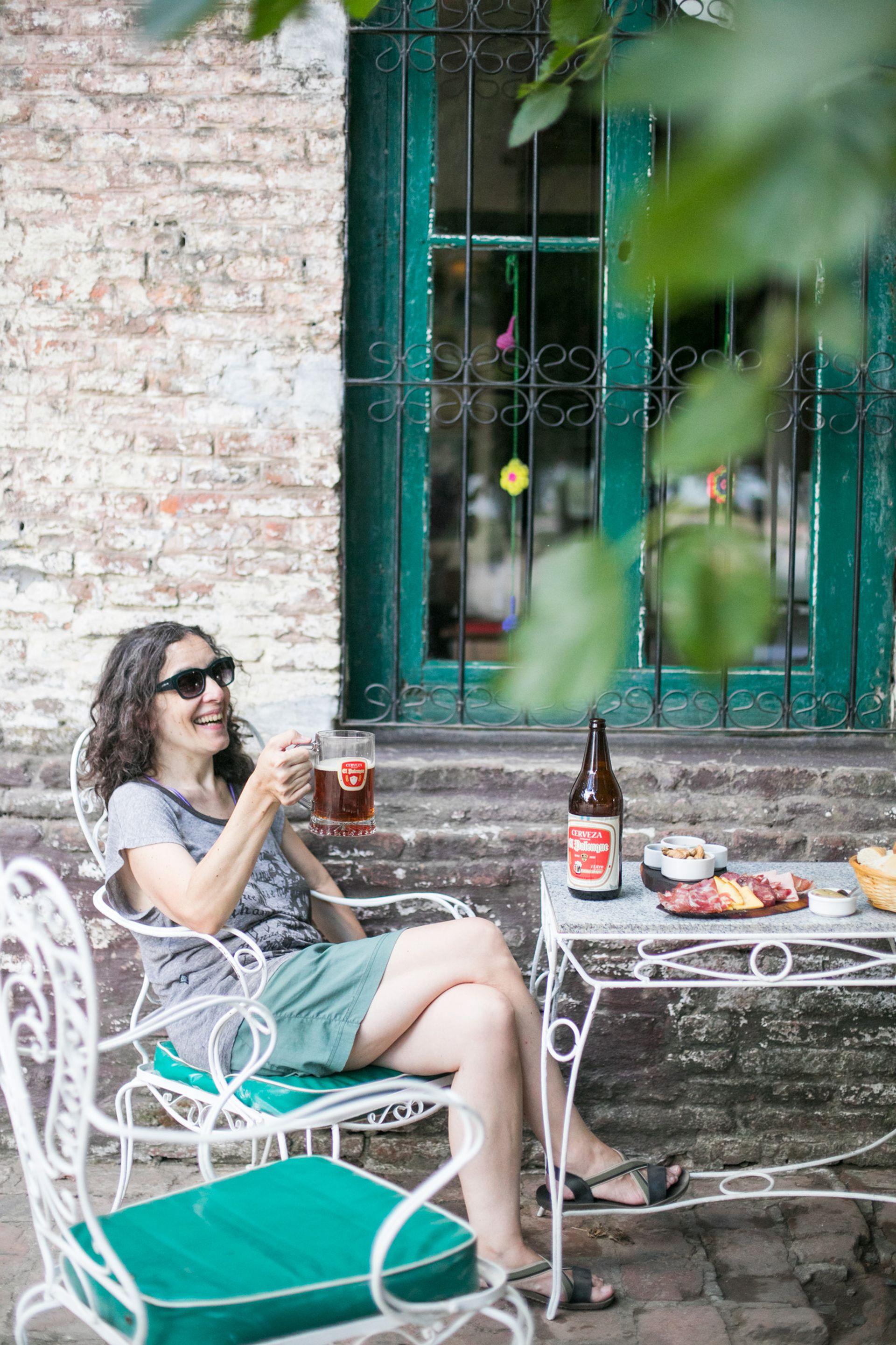 En El Palenque se sirve cerveza con marca propia.