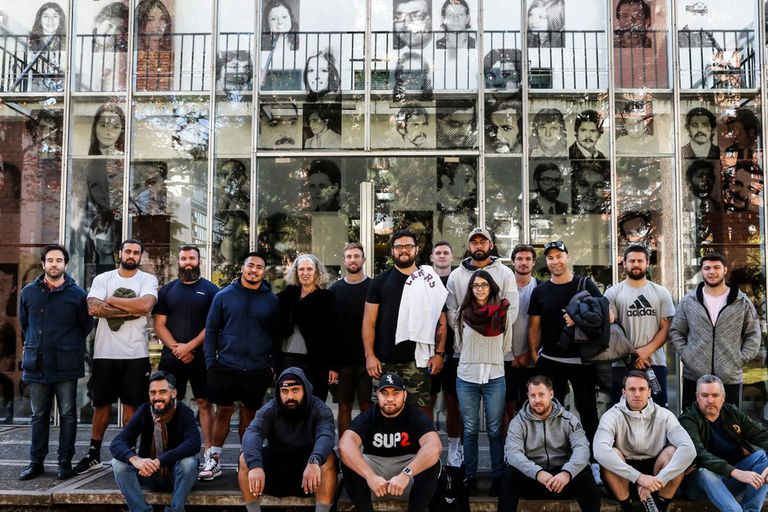 Los All Blacks en la ESMA, durante una visita reciente