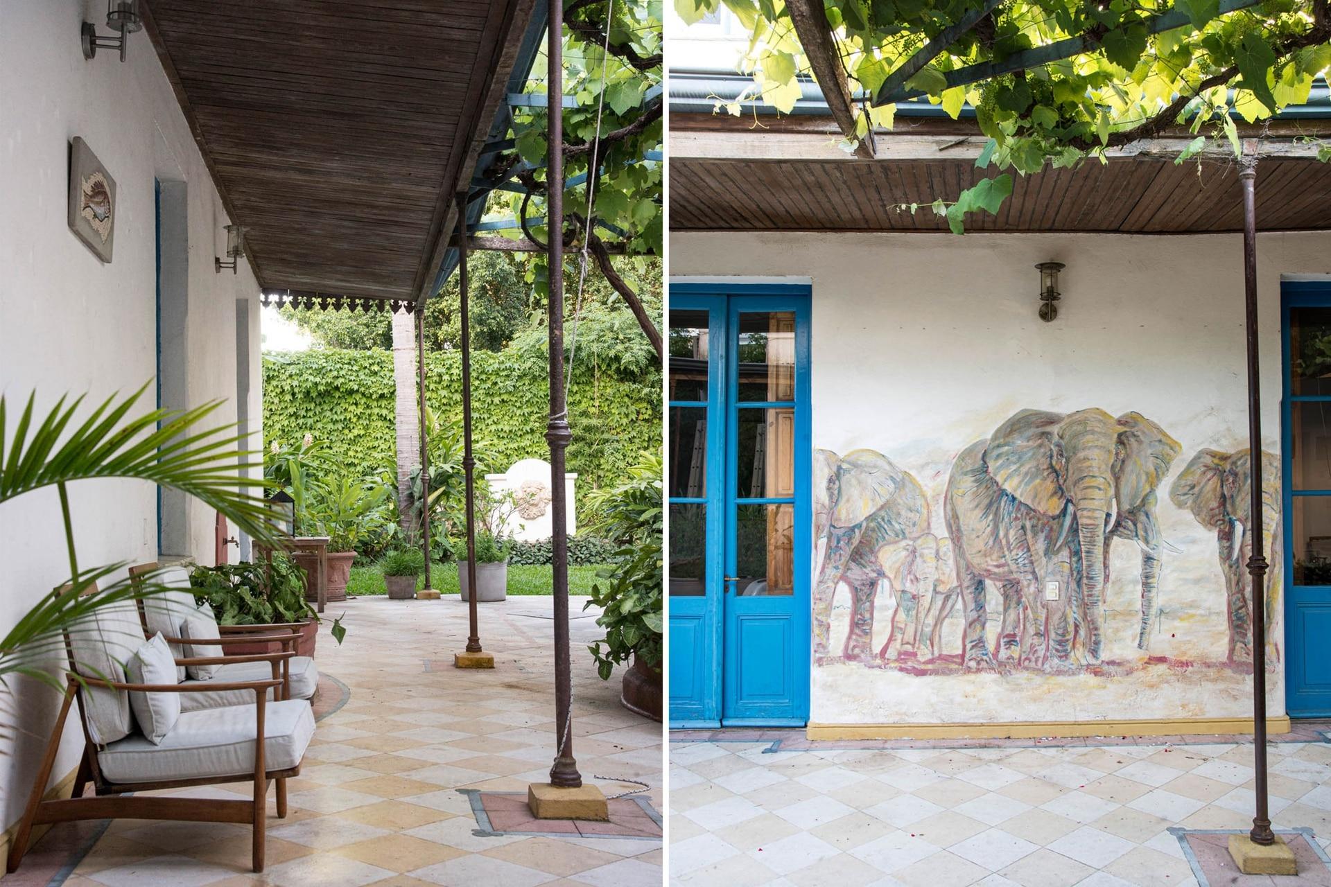 Izquierda: En la galería se ubicaron muebles de estilo retro para disfrutar del verde. Derecha: El mural de los elefantes realizado por Bernardo Ezcurra da a esta galería un toque original y de sorpresa.