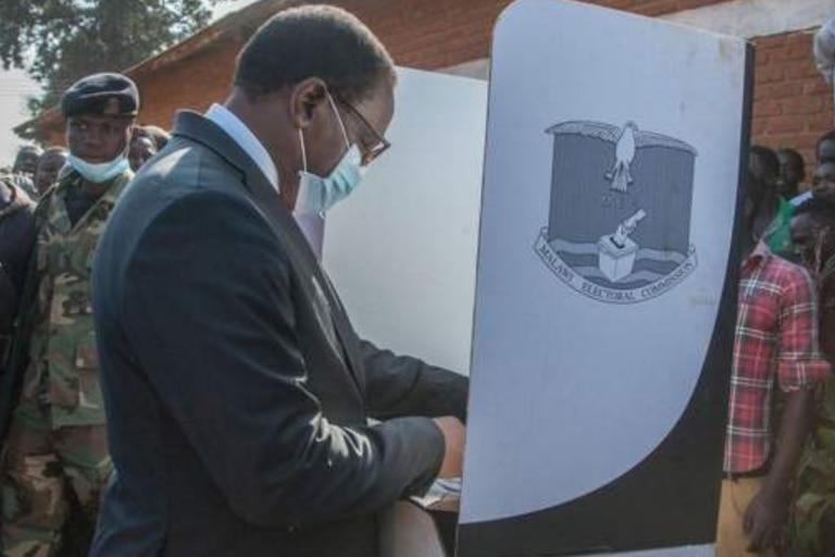 Lazarus Chakwera fue elegido presidente en las elecciones que se repitieron en junio.