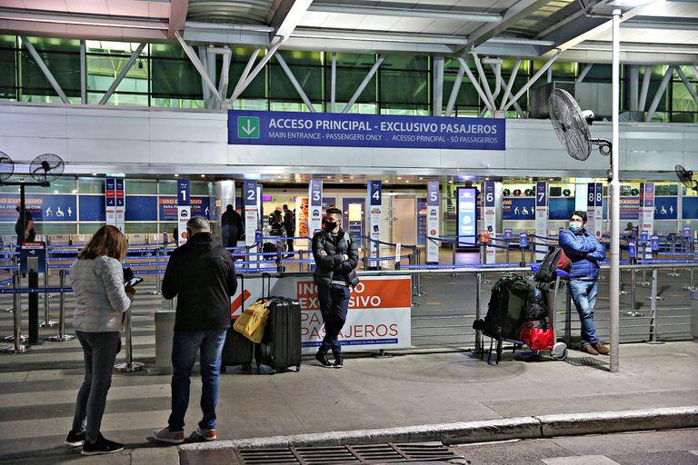 Detuvieron a un hombre que abordó un vuelo rumbo a España tras robar un celular