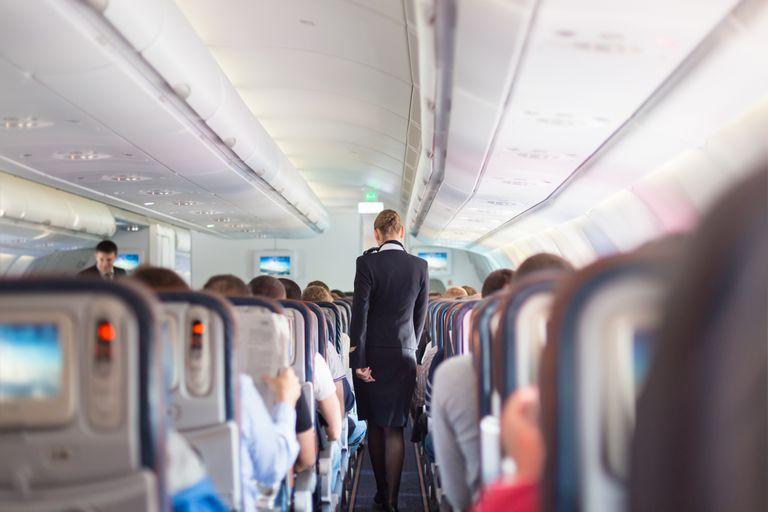 Qué productos no deberías consumir nunca en un avión, según una azafata