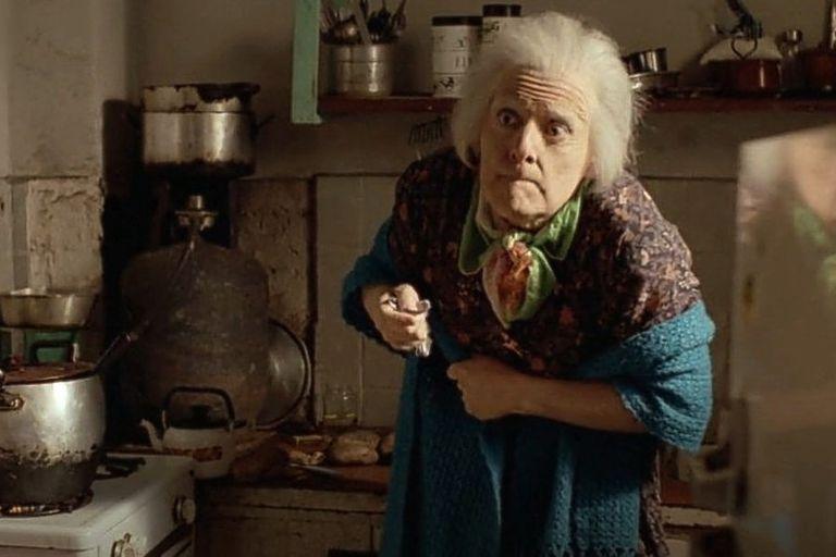 """Mamá Cora en la cocina de su nuera, donde convirtió la mayonesa en """"flancitos"""""""
