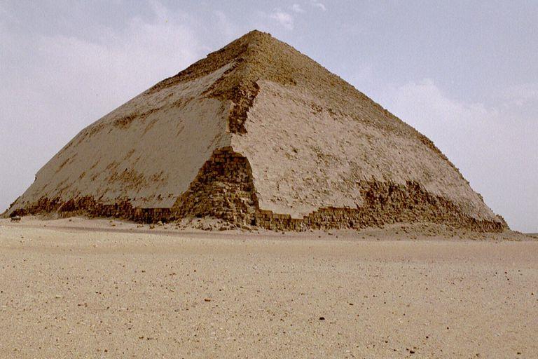 La pirámide acodada de Seneferu