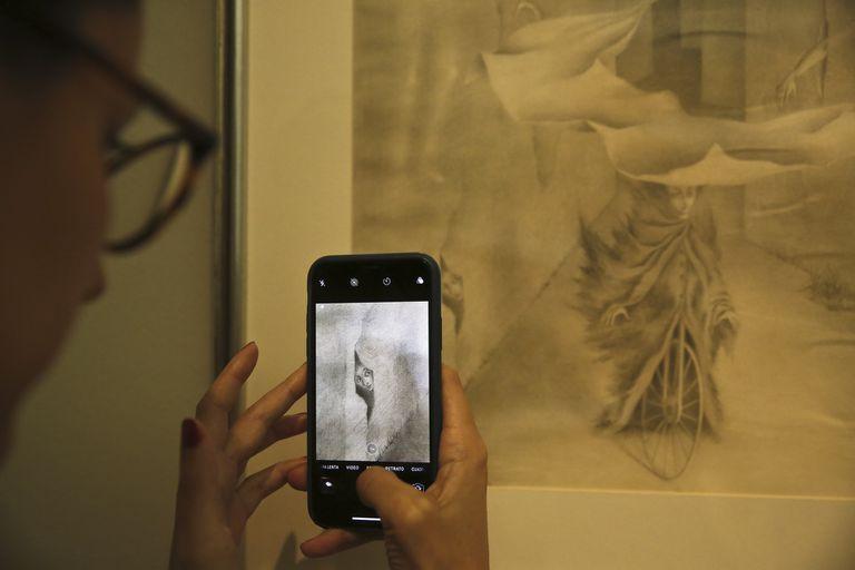 Pinturas, dibujos y bocetos conformarán desde el jueves la primera muestra en la Argentina dedicada a la artista española emigrada a México, figura central del surrealismo en la región