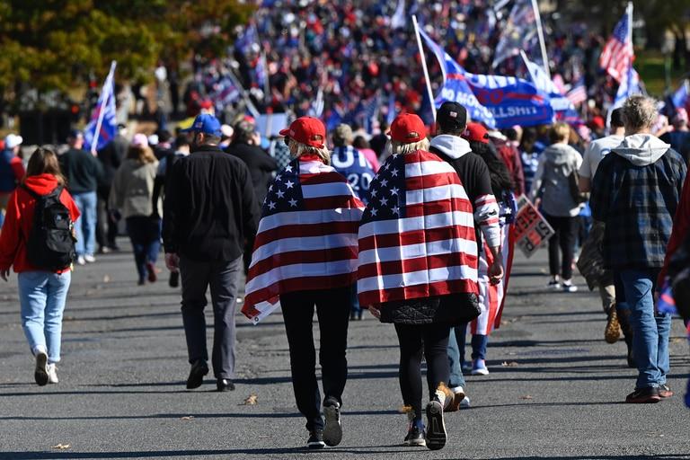 Los partidarios del presidente de Estados Unidos, Donald Trump, se manifestaron en Washington, DC, el 14 de noviembre de 2020, y respaldan la afirmación de Trump de que las elecciones del 3 de noviembre fueron fraudulentas